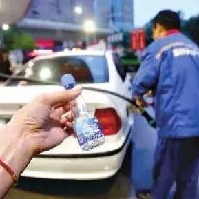 """白城司机要注意了!央视曝光加油站的""""骗局"""""""