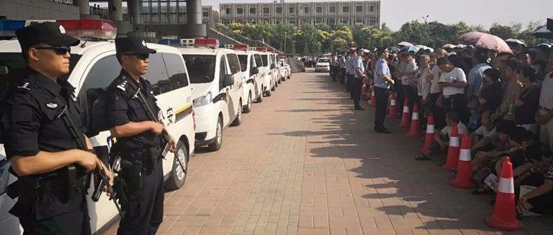 杨坡等人涉黑恶集团犯罪10余起、警方逮捕12人,公开指认现场群众拍手称快