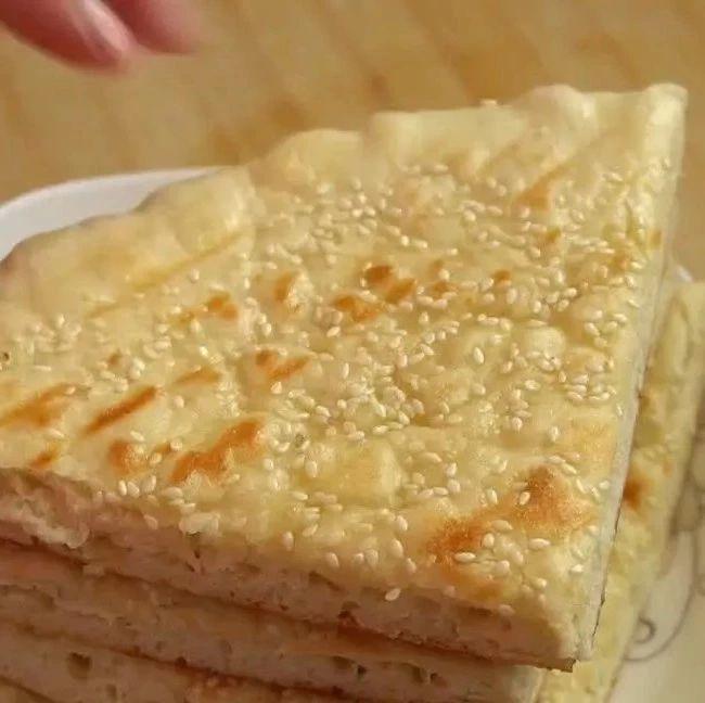 面粉别在蒸馒头了,试试这样做的发面饼,松软可口,比面包都好吃