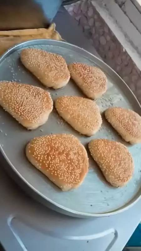 饼店师傅教你做三角烧饼,口味由你来决定,口感外酥里香特别好吃