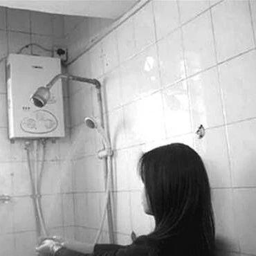 女子晚上在出租屋洗澡,房东赔进去十几万!