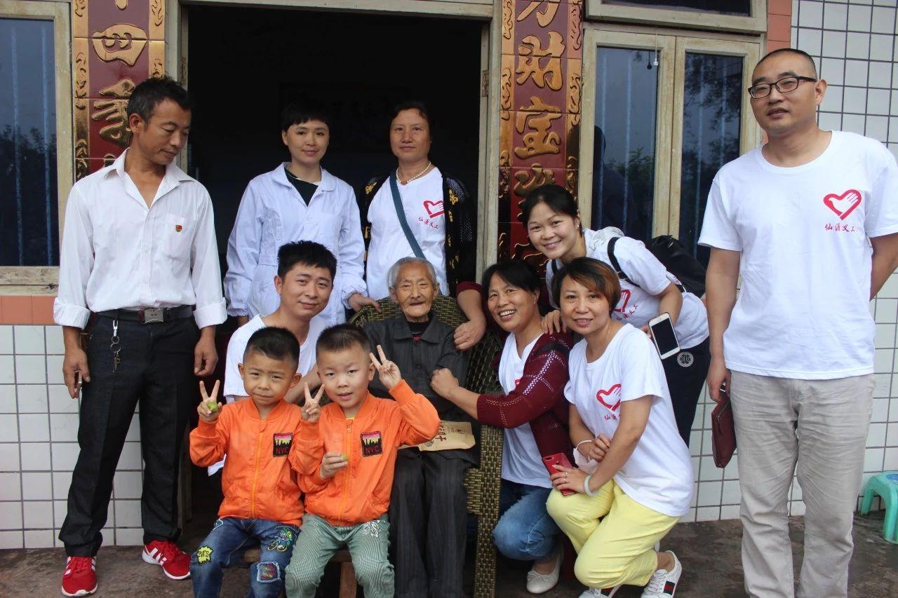 【今日头条】南溪107岁老人拉着小伙不放手,这群人做了什么.......