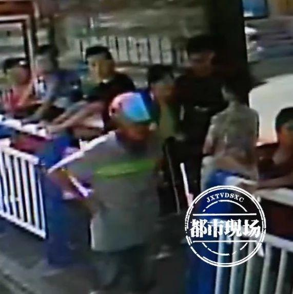 萍乡一男子肩膀被人拍了下,顿时大惊失色....