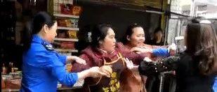 视频曝光!宜宾一商户和城管发生矛盾!城管一气之下给了女商户一耳光!最后遭…