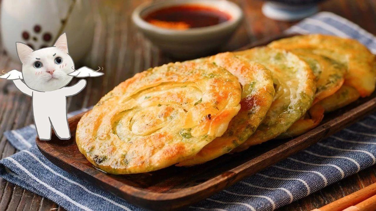 不用和面,饺子皮就能做好吃的葱油饼
