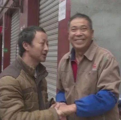 近�扇f血汗�X失而�偷茫��A江男子�w��到人�g真情!