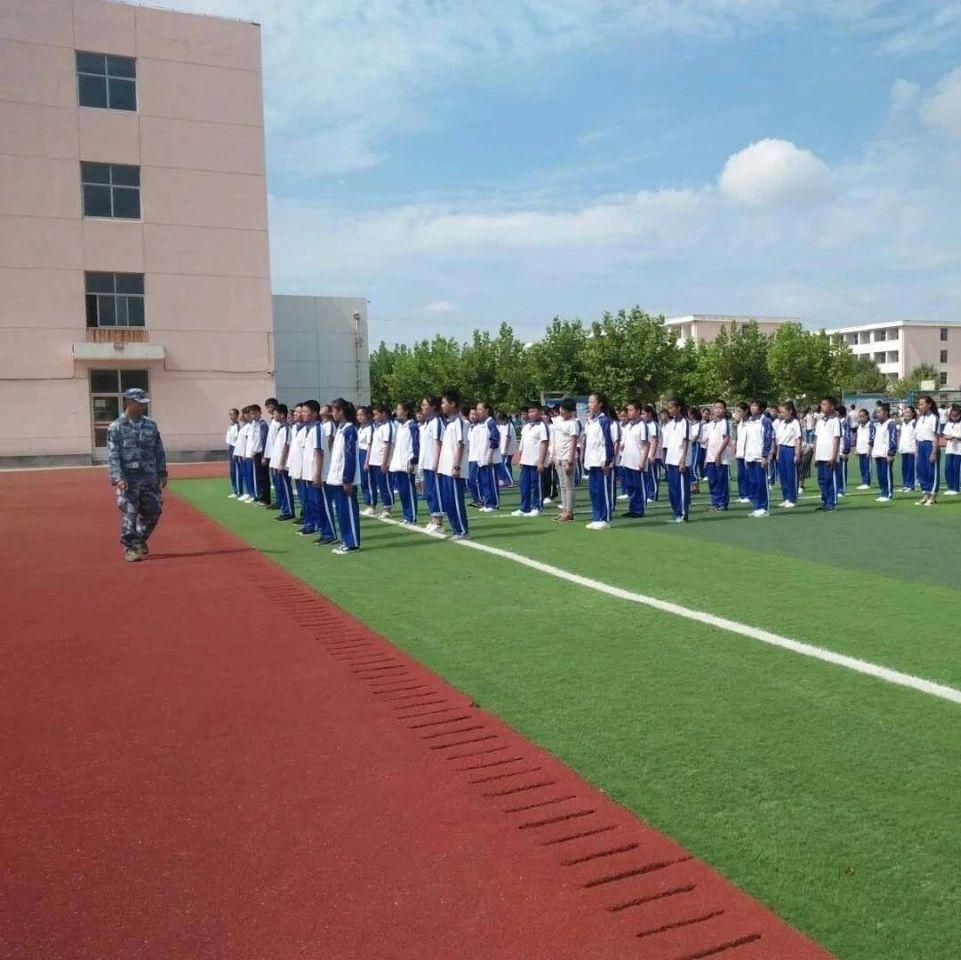 莱阳开发区中心中学:开展秋季军训展示学生风采