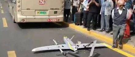 河南:一公交车竟被这东西从天而降,撞出四五个坑!惊险!