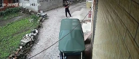 大胆!武穴一家服装厂里电动车被窃,监控拍下全过程……