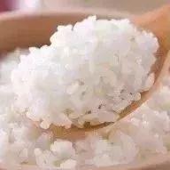 蒸米饭别只放水,只需加点它,米饭软糯又香甜,每顿多吃一大碗!