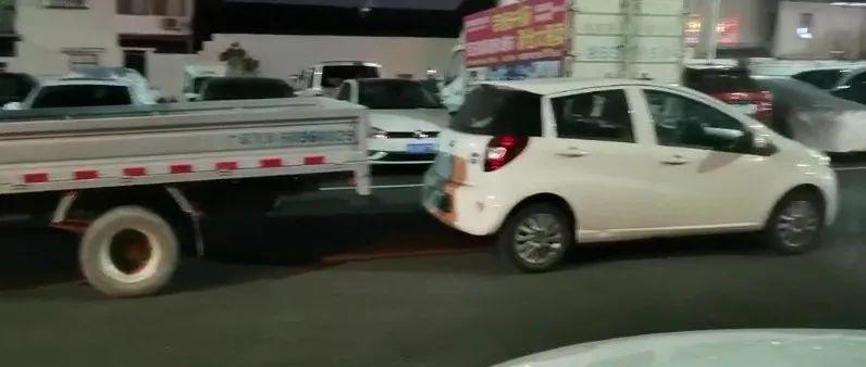 网友吐槽:观海卫这个停车场被其他车挡住出路,求最好的解决办法