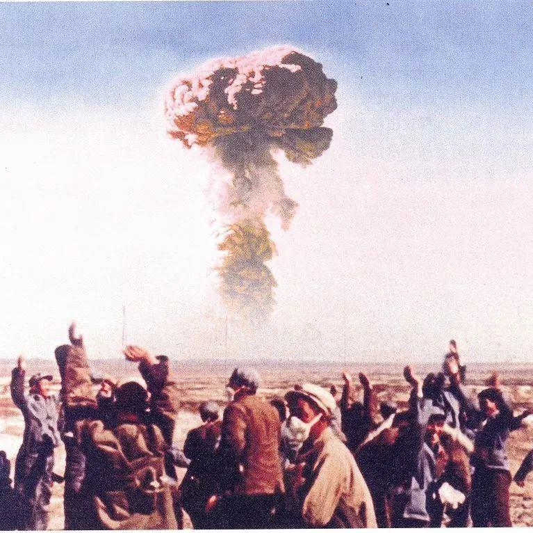 �P于中��第一�w原子��,它的代�是啥?怎么引爆的?一起�斫颐�