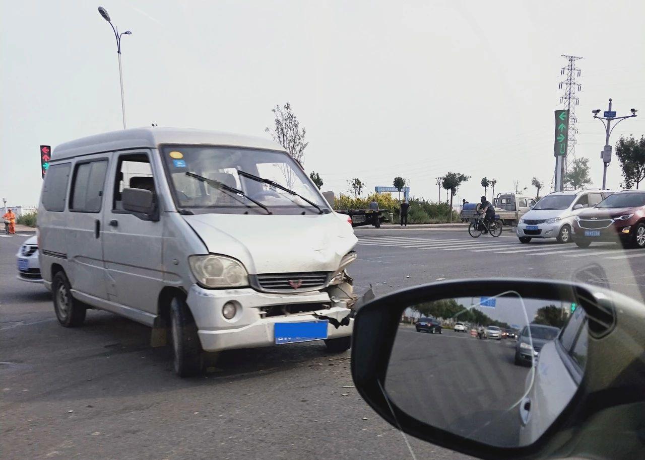 海滨医院路口(幸福路和健安道)车祸