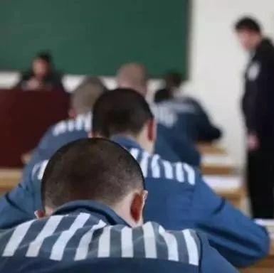 13岁少年锤杀父母后逃逸被抓获,如何才能遏制未成年人犯罪?
