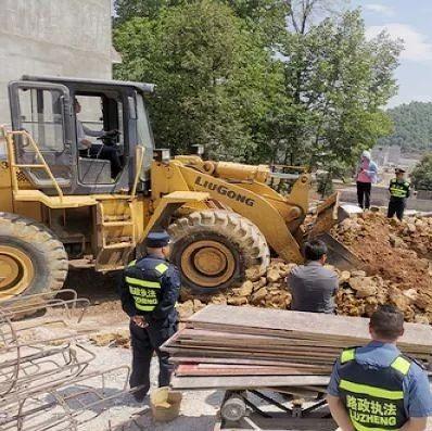 【威宁城事】威宁公路管理段及时制止公路建筑控制区违法建筑行为