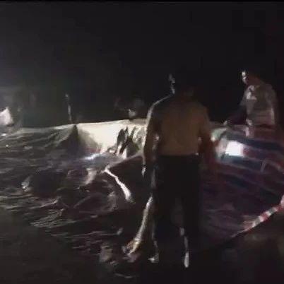 揭西:暴雨冲垮近百米河堤,干群合力抢险保家园!