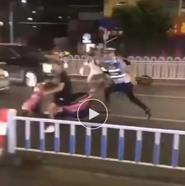 太疯狂了!富顺一辆摩托车为了逃避检察,竟然.....