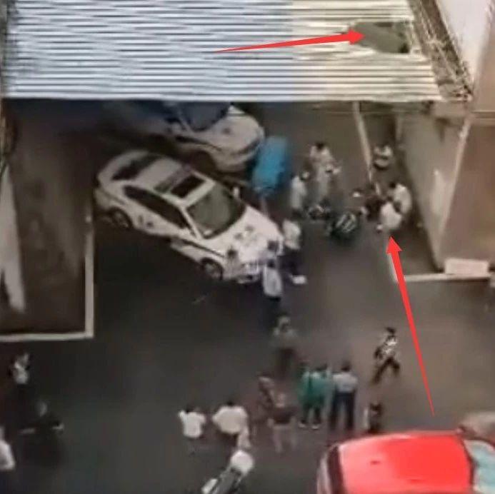突发!自贡大安一空调师傅失足从高楼坠下(附视频)