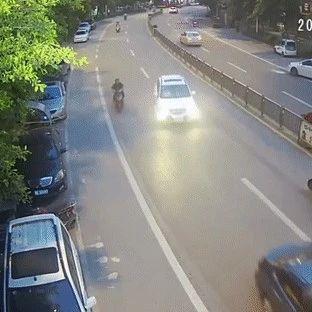 【富顺周边】突发!大货车和两轮车相撞,两轮车司机当场死亡!(附视频)