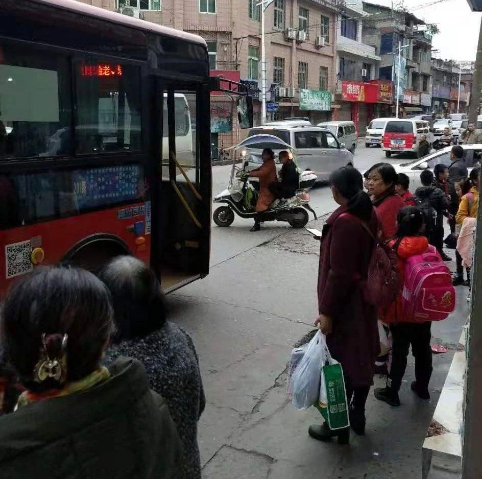 等的花儿都谢了?快3赔钱了_黑龙江快三app软件主页-彩经_彩喜欢顺公交车每天在东门口停着拉人?严重堵塞交通!