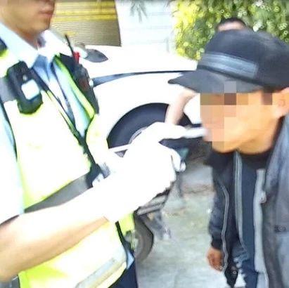 骑摩托车的注意了!富顺这名男子因无证驾驶被行政拘留!