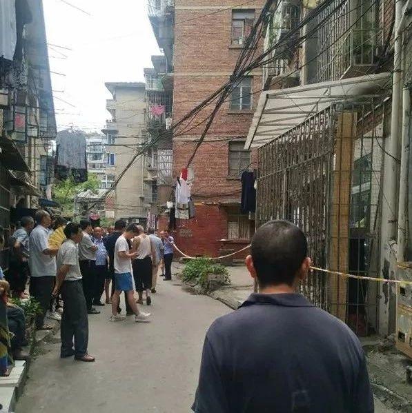 自贡一居民区两口子吵架,老婆竟将老公杀死!