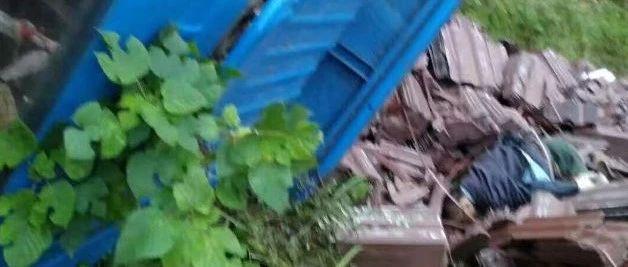 悲剧!富顺一货车因路滑刹不住车侧翻,导致一人不幸死亡