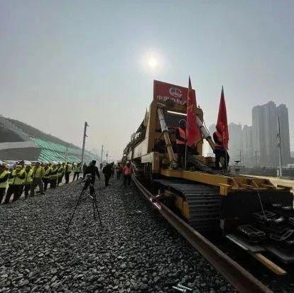 富顺人好消息!川南城际铁路今天完成铺轨,离正式开通又近一步!