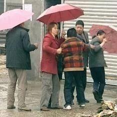 澳门威尼斯人网址一人打水井遭到邻居阻拦双方争吵继而大打出手