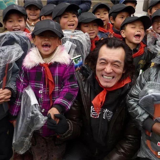 央视主持人李咏因癌症去世,享年50岁!关于癌症,我们…