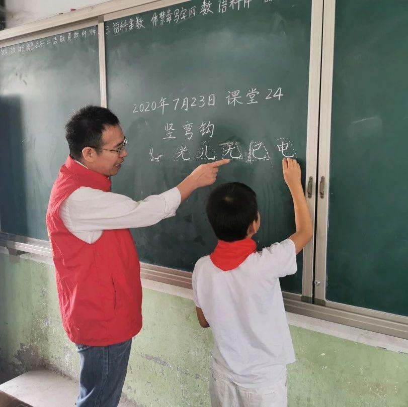 首届安徽大爱乡村教师公布!临泉的他上榜!