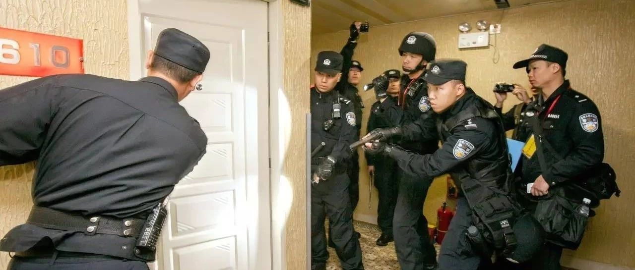 真实缉毒现场!我市抓获吸毒人员13人!