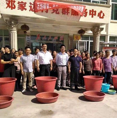 """喜迎国庆、万坊镇举办首届""""农民丰收节""""暨剥莲子大赛"""