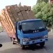 ?开挂大货车,一个比一个牛!