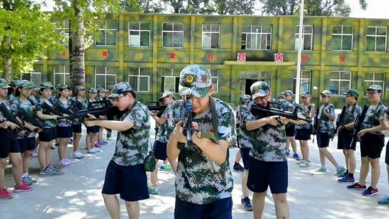 """军事夏令营丨导弹机枪冲锋枪齐上阵,今年暑假让孩子有个""""兵""""样子!"""
