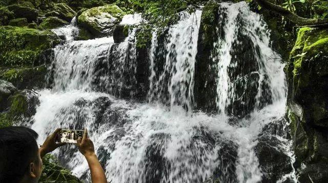 太壮观了!安康大巴山深处惊现瀑布群,本地人都不一定知道!