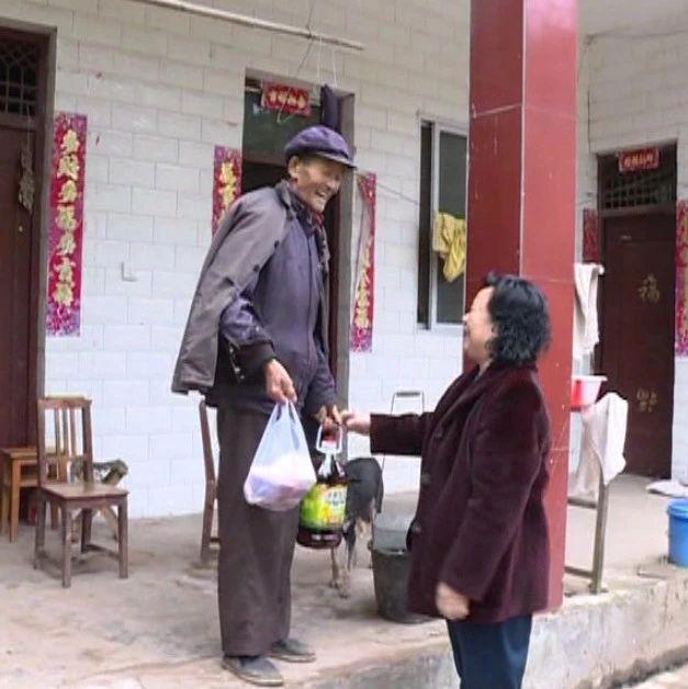 """七旬""""村官""""不忘初心带领群众建幸福新村"""