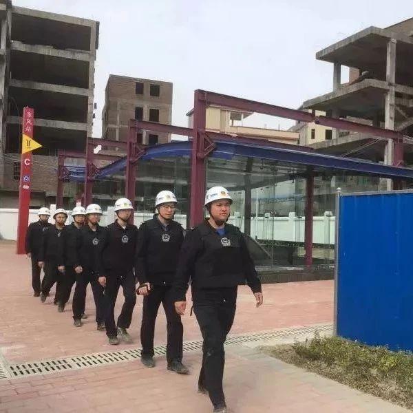 从化城管又有新举措,城管地铁口执勤岗已开启服务模式!