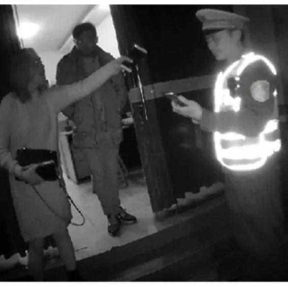 胆肥!宜宾35岁女子不仅酒驾,还辱骂殴打交警!