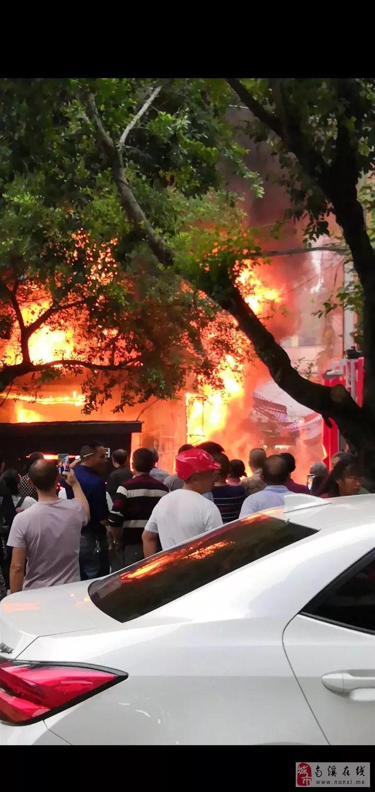 昨日,南溪大观一店铺起火,附现场视频!