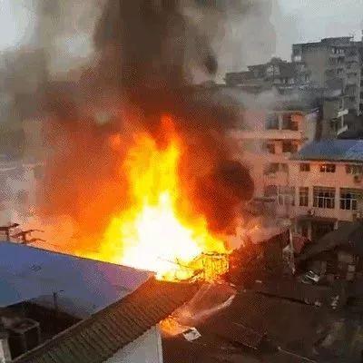 突发!宜宾老城发生火灾,火势凶猛...附视频!