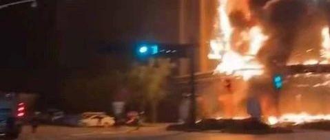快3赔钱了_黑龙江快三app软件主页-彩经_彩喜欢顺一娱乐会所突发大火,整栋大楼被烧……(附视频)
