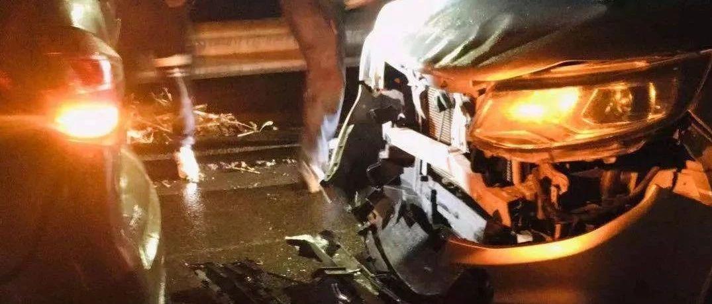 富顺这条路发生四车连撞车祸,一suv车头损毁・・・・・・・