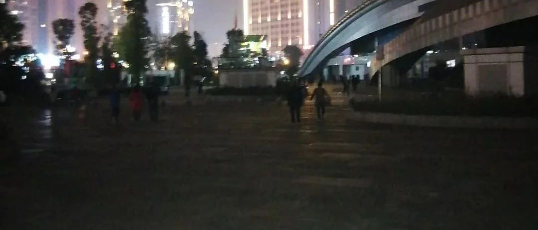 22270.COM_台湾快三app下载官方网址22270.COM顺这个地方路灯罢工没人修?官方回复来了!