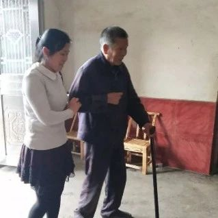 【榜样】彭高的这名好媳妇,十年如一日照顾脑梗公公