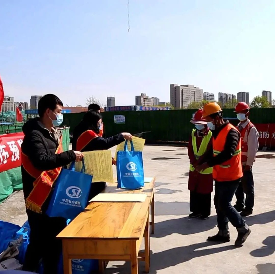 县人社局开展工伤预防集中宣传活动