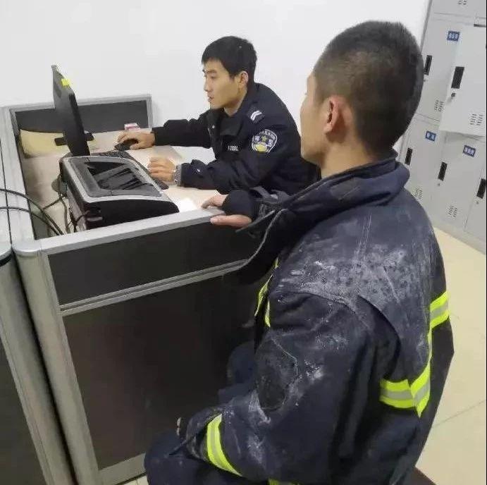 消防员救火后手机被偷,无奈去派出所报警...网友怒了:趁火打劫!