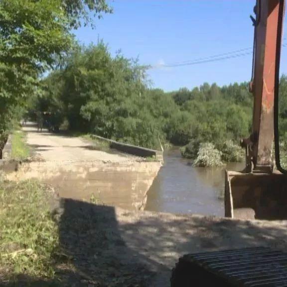 铁力林业局全力抢修损毁道路