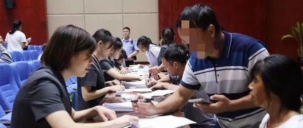 黔江法院集中兑现128名民工工资100万元