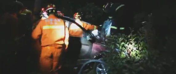 【头条】太湖往宿松方向枫驿村路段两车相撞,一驾驶员不幸身亡!